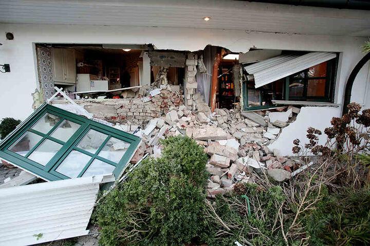 Der Trecker hat einen immensen Schaden im Haus verursacht.