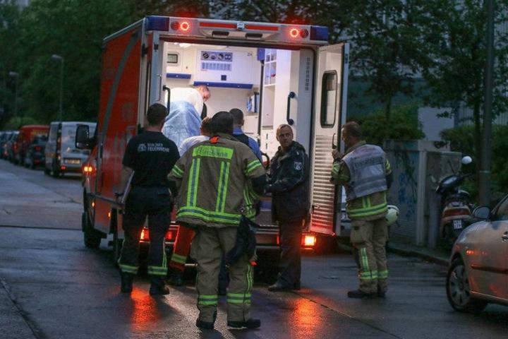 Der Mann wurde dem Rettungsdienst übergeben und ins Krankenhaus gebracht.
