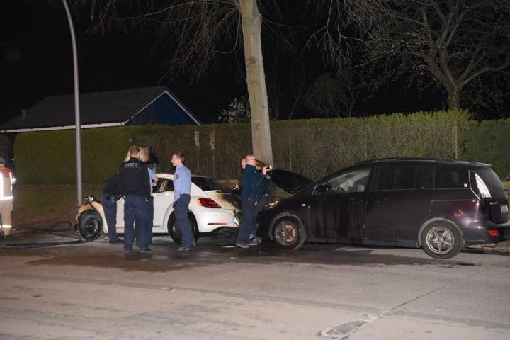 Auch der dahinter geparkte Mazda wurde beschädigt.