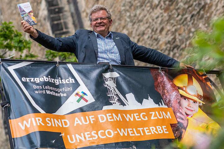 Sollte das Erzgebirge den Welterbetitel bekommen, will Wirtschaftsförderungs-Geschäftsführer Matthias Lißke (59) die Plakate so schnell wie möglich austauschen.