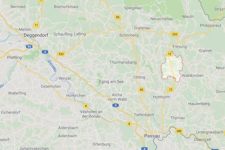 Auf der Bundesstraße 12 bei Rohrbach im Landkreis Freyung-Grafenau in Niederbayern kam es zu einem tragischen Unfall.