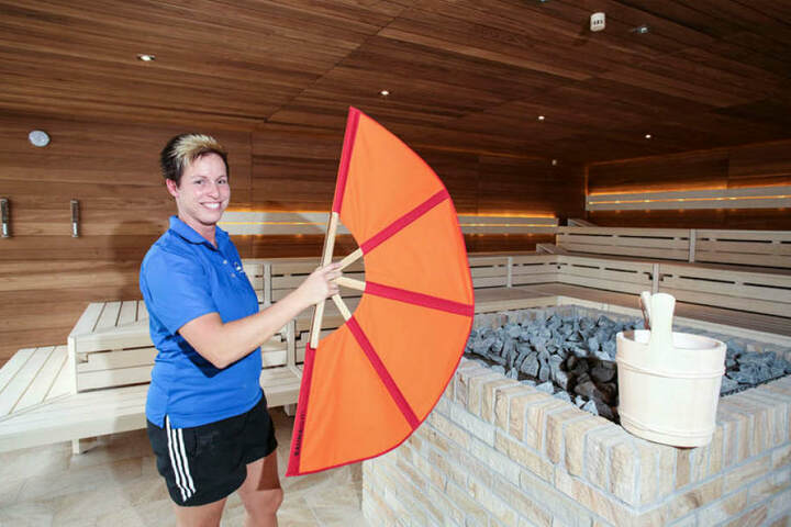 """Nicole Zimmermann (36) freut sich auf die neue Panorama-Sauna """"Brühlsche Terrasse""""."""