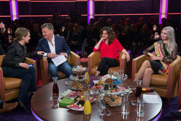 """Talkrunde mit Miss Germany im """"Riverboat"""" bei Jörg Pilawa (2.v.l.) und mit Katrin Huß (2.v.r.): """"Heute gehe ich Fernsehauftritte viel gelassener an."""""""