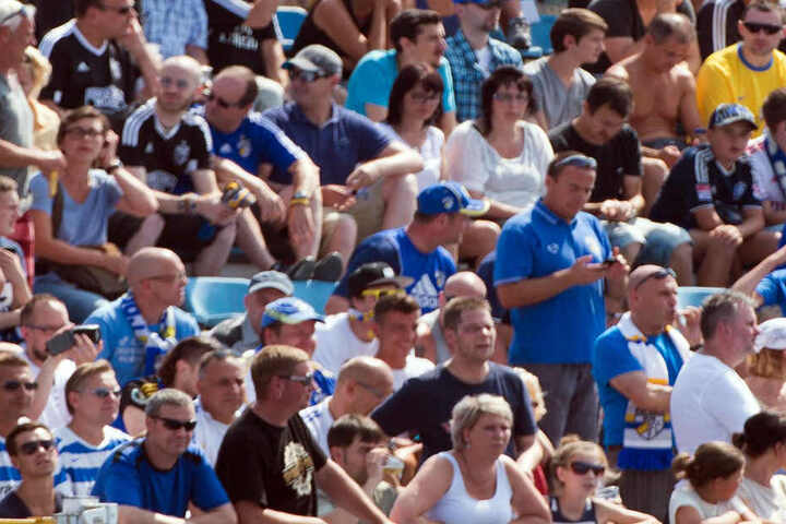 Kämpfen und sammeln für den Erhalt ihrer Südkurve: die treuen Anhänger des Jenaer Fußballclubs.