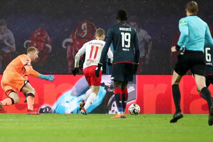 Timo Werner (#11) machte in der 74. Minute alles klar, umkurvte Keeper Robin Zentner (l.) und vollendete zum 3:1.