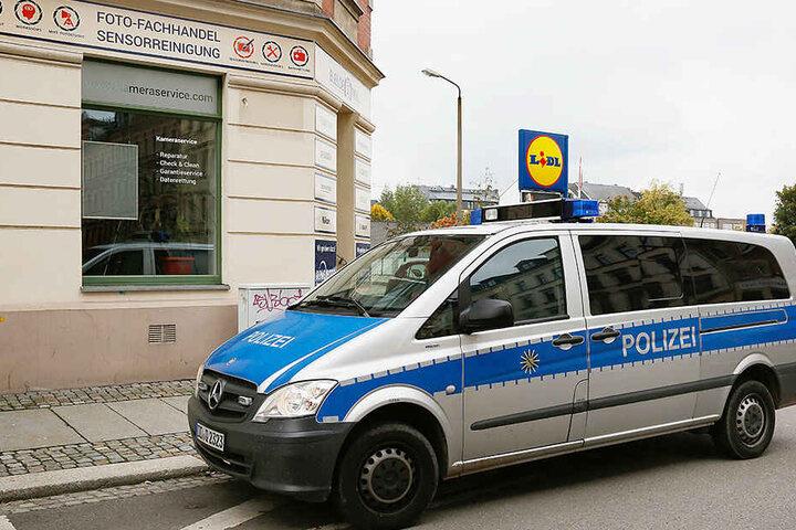 Unbekannte sind in ein Fotogeschäft in der Ludwig-Kirsch-Straße eingebrochen.