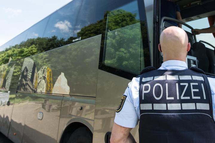 Der 62 Jahre alte Mann aus Spanien ist bei der Kontrolle eines Reisebusses aufgeflogen. (Symbolbild)