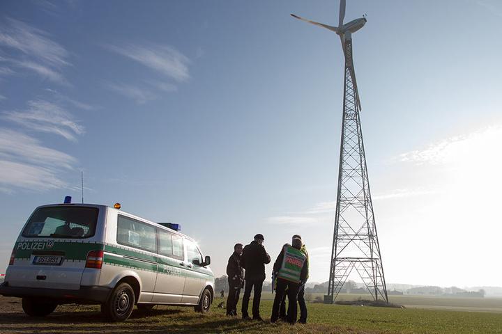Der Pilot flog dauerhaft sehr tief und prallte gegen diese Windkraftanlage.