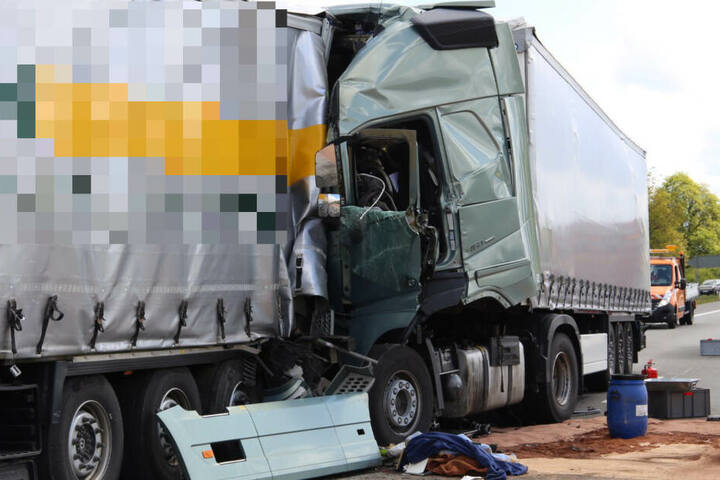 Auf der A4 kam es ebenfalls zu einem schweren Unfall zwischen mehreren Lkw.