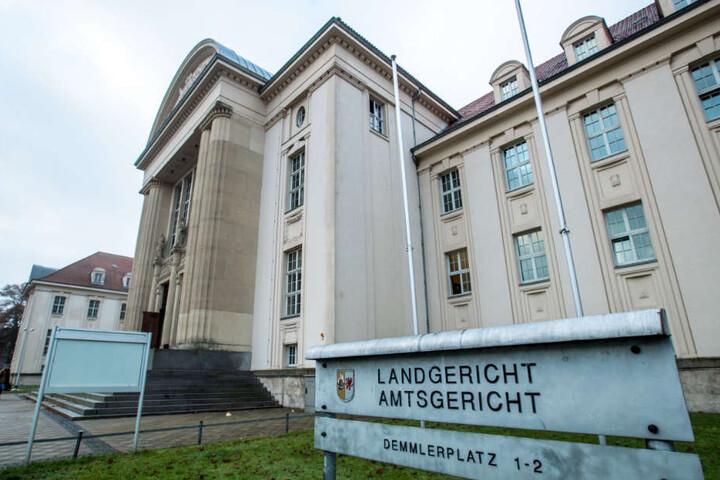 Vor dem Landgericht Schwerin endete der Prozess gegen den angeklagten Jugendclub-Betreuer mit einem Schuldspruch (Archivbild).