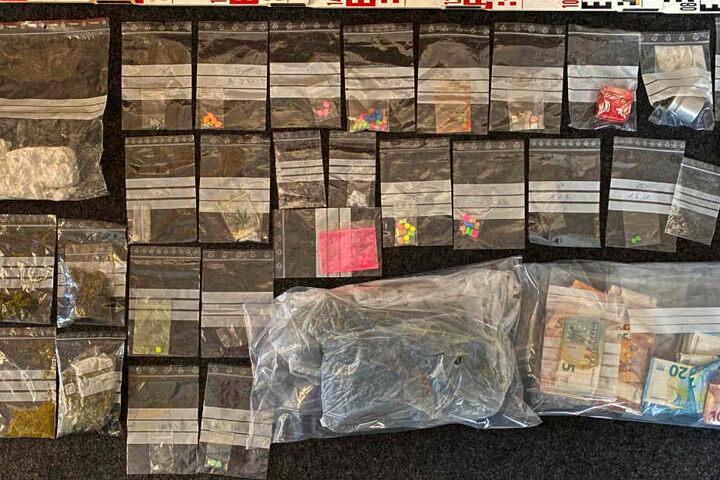 Die Polizei fand Drogen im Wert von über 55.000 Euro. (Symbolbild)