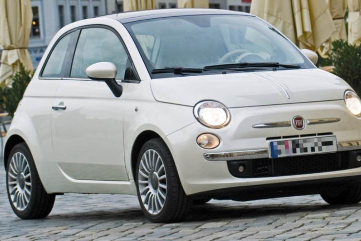 Die Polizei fand in dem kleinen Fiat Cinquecento einen Knopf, der für mächtig Ärger sorgt. (Symbolbild)
