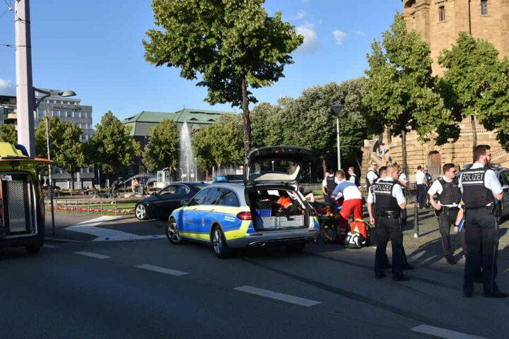 Der angefahrene Mann wurde aufgrund seiner Verletzungen ins Krankenhaus gebracht.