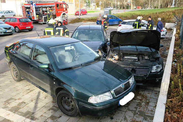 Insgesamt wurden auf dem Parkplatz drei Autos beschädigt.