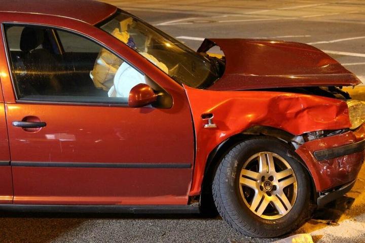 Zwei Autos waren auf der Kreuzung Garskestraße und Lützner Straße kollidiert.