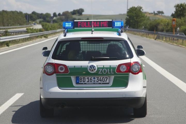 Auf der Autobahn A3 führten die Zöllner eine Routinekontrolle durch.