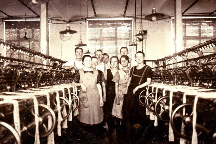 So sah es Anfang des 19. Jahrhunderts aus: Vor allem Frauen arbeiteten in der bekannten Strumpffabrik.