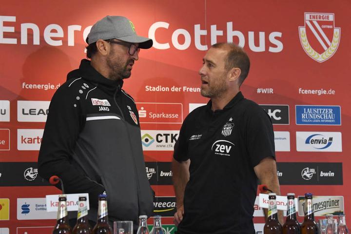"""Sportlich Konkurrenten, aber ansonsten gute Freunde - Zwickau-Coach Joe Enochs (r.) und sein Cottbuser Kollege Claus-Dieter """"Pele"""" Wollitz."""