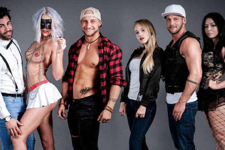 Chris arbeitet mit seinen Freunden in seiner Stripper-Agentur und ist mit ihnen in eine WG gezogen (l-r): Ferhat, Georgi, Philippe, Feli, Chris und Hannah.