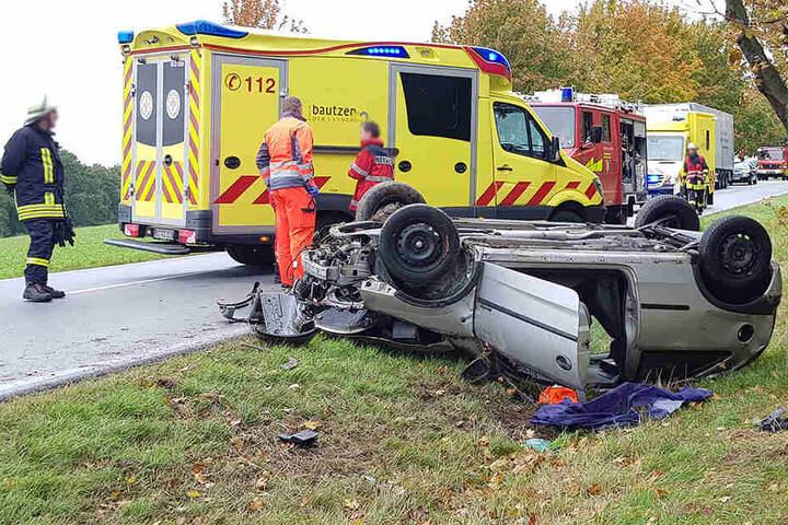 Beide Unfallopfer mussten aus dem Auto befreit werden.