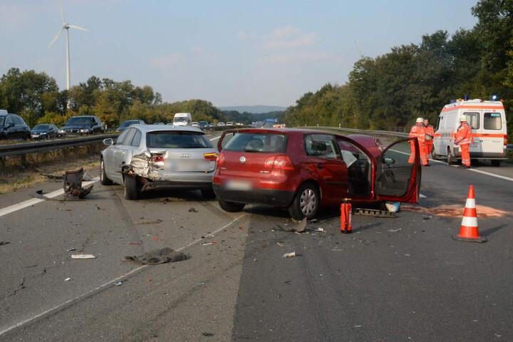 Die fünf Insassen des Audi wurden bei dem Unfall verletzt.