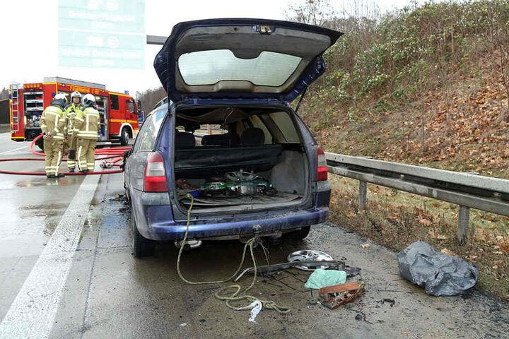 Während der Löscharbeiten mussten Autobahn gesperrt werden.