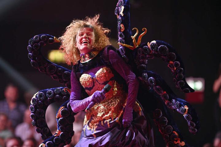 Ein Oktopus? Nein, Lucy Diakovska (No Angels) entpuppte sich als erster Masked Singer.