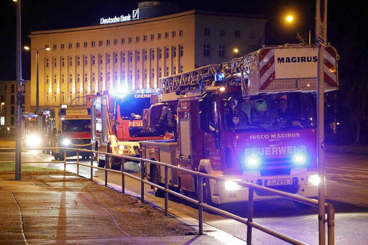 Die Feuerwehr war mit mehreren Fahrzeugen im Einsatz.