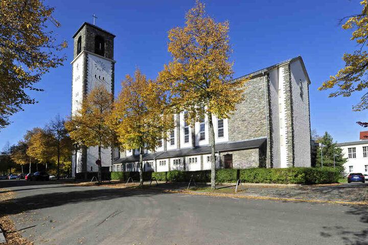 Der Pfarrer der St. Pauli-Kreuz-Kirchgemeinde Chemnitz ist seit einem Jahr suspendiert.