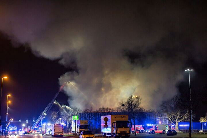 Die Feuerwehr war mit etwa 60 Kräften im Einsatz.