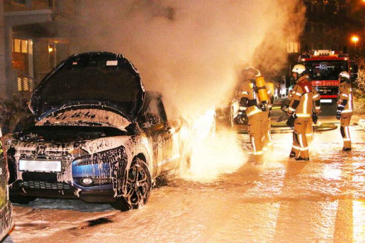 Außer dem Honda wurde auch ein dahinter parkender Opel Astra zerstört.