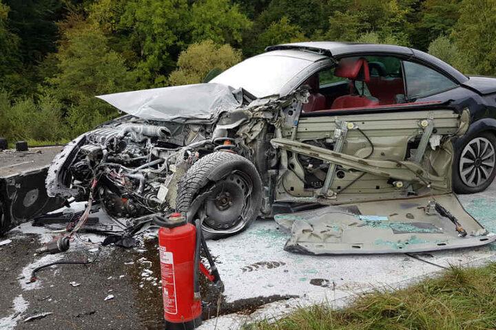 Das Cabrio musste von der Feuerwehr gelöscht werden.