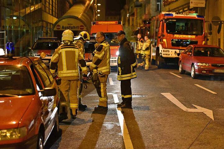 Zwei Personen wurden ambulant behandelt, eine Frau musste wegen überhöhten Alkoholkonsum in eine Klinik gebracht werden.