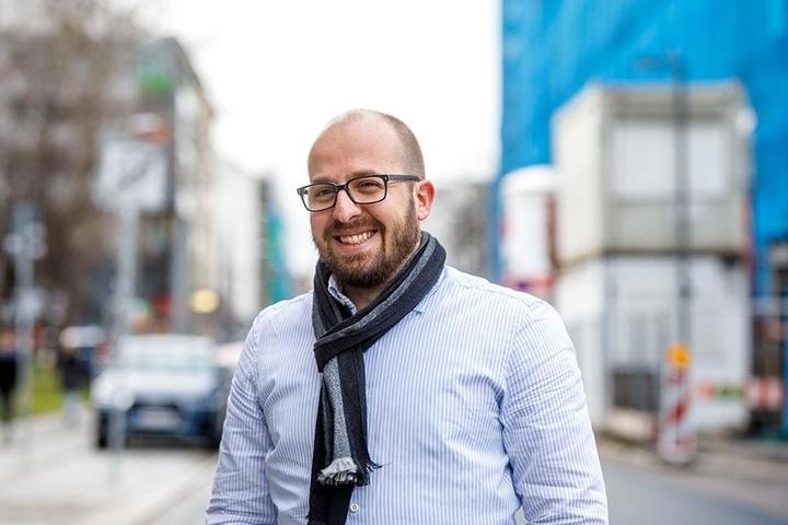 """Philipp Riege (34), Architekt aus Dresden: """"Mein Vorsatz ist es, eine Wohnung zu finden. Ich ziehe nach Hamburg und da ist es wirklich sehr schwierig. Bislang habe ich nur ein kleines WG-Zimmer gefunden. Schön wäre es auch, mit dem Rauchen aufzuhören."""""""