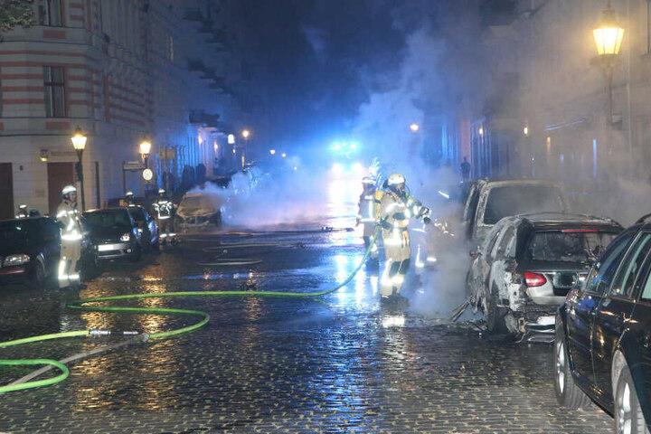 Autos standen im Bergmannkiez in Flammen.