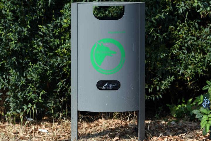 In vielen Städten gibt es Mülleimer mit Plastiksäcken für Hundekot.