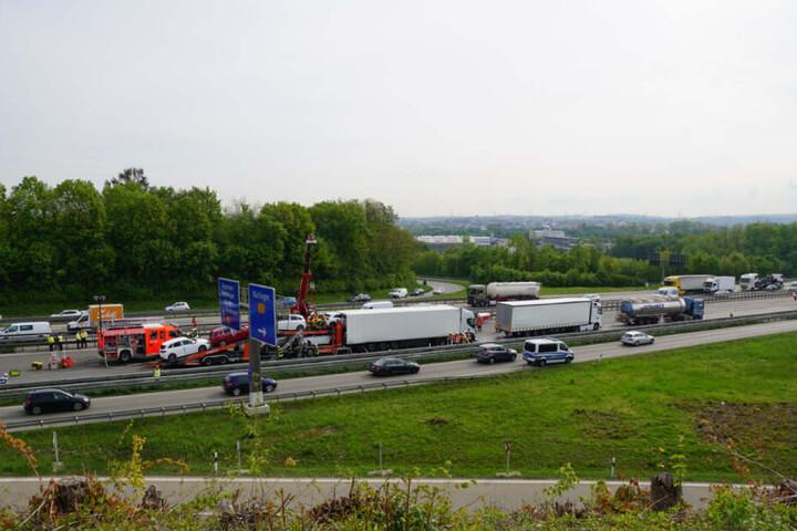 Der Verkehr wird über den Verflechtungsstreifen umgeleitet, es kommt zu massiven Beeinträchtigungen.