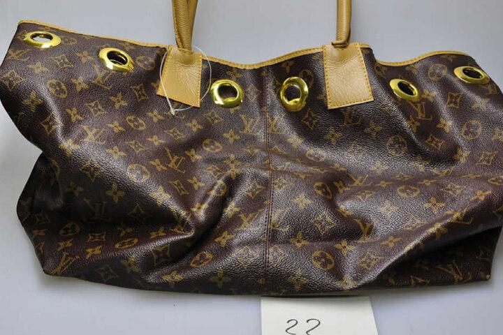 Auch Luxus-Handtaschen wurden auf dem Beutezug ergaunert.