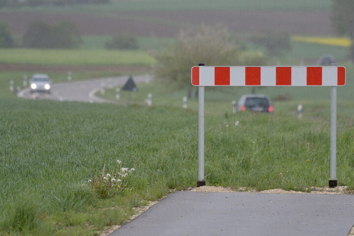 Hier geht es nicht weiter: Zwischen Bachhagel und Ballmertshofen endet ein von Bayern gebauter Radweg genau an der Grenze zu Baden-Württemberg.
