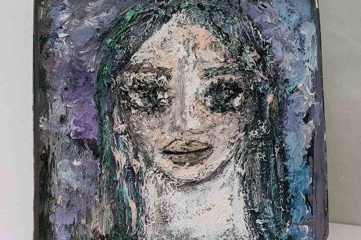 In den Deckel einer Pappschachtel hat Eva-Maria Hagen (83) ein Porträt ihrer Tochter Nina gemalt.