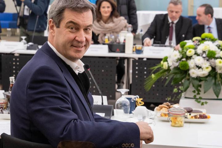 Beliebtheit: Merkel vor Merz, Kramp-Karrenbauer rutscht ab - Schlaglichter