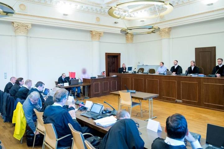 Die Befragung des 93-Jährigen wird vor dem Hamburger Landgericht fortgesetzt.