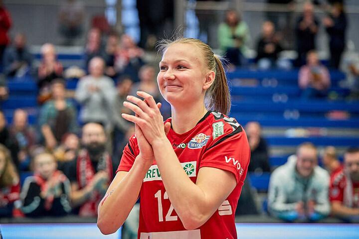 Kurzeinsatz gegen Berlin! Piia Korhonen freute sich über das spezielle Geburtstagsgeschenk, das ihr Coach Alex Waibl bereitete.