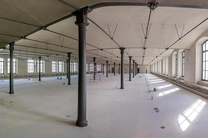Der 2015 begonnene Umbau zur Universitätsbibliothek soll bis Jahresende abgeschlossen sein - ein Jahr später als ursprünglich geplant.