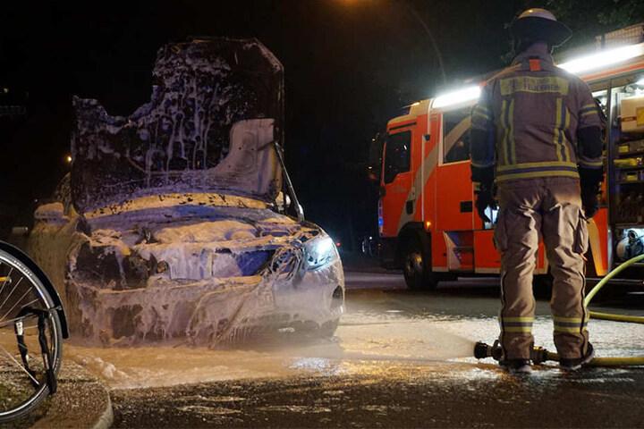 Die Polizei gab an, dass eine Brandstiftung in diesem Fall nicht ausgeschlossen werden könne.