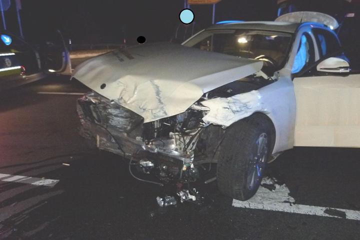 Der Mercedes-Fahrer war bei Grün über die Ampel gefahren.