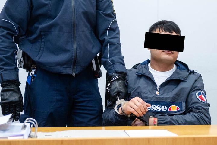 Mohabat E. (22) am Montag vor dem Landgericht Chemnitz.