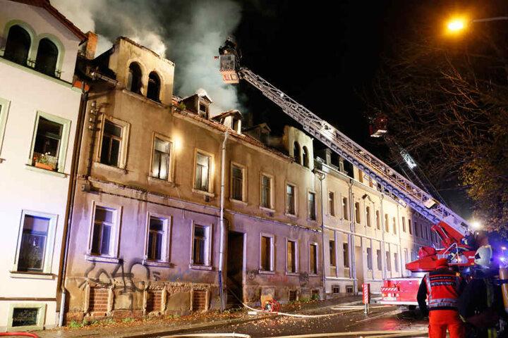 Das Feuer breitete sich in dem Gebäude auf der Sachsenstraße schnell aus.