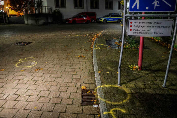 Fundorte von Patronenhülsen wurden mit gelben Farbkreisen markiert.