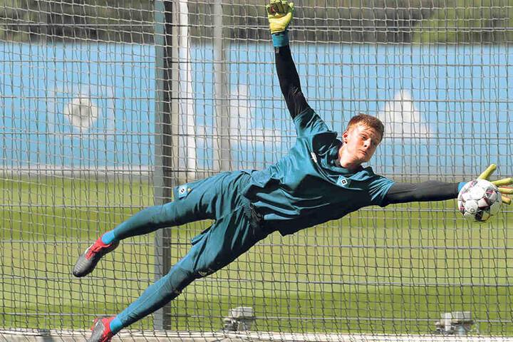 Torhüter Jakob Golz stellte sich beim FCE Aue vor und wird auch Donnerstag wieder mittrainieren.